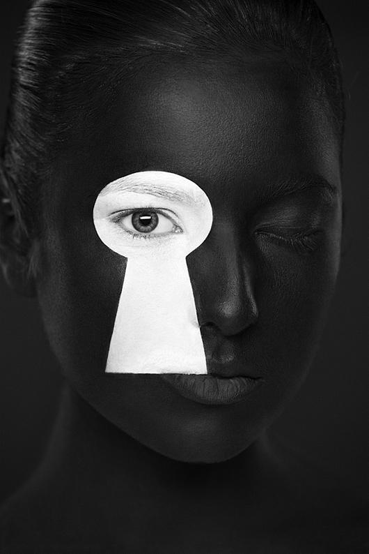 Resultado de imagen de blanco y negro moda sin cara
