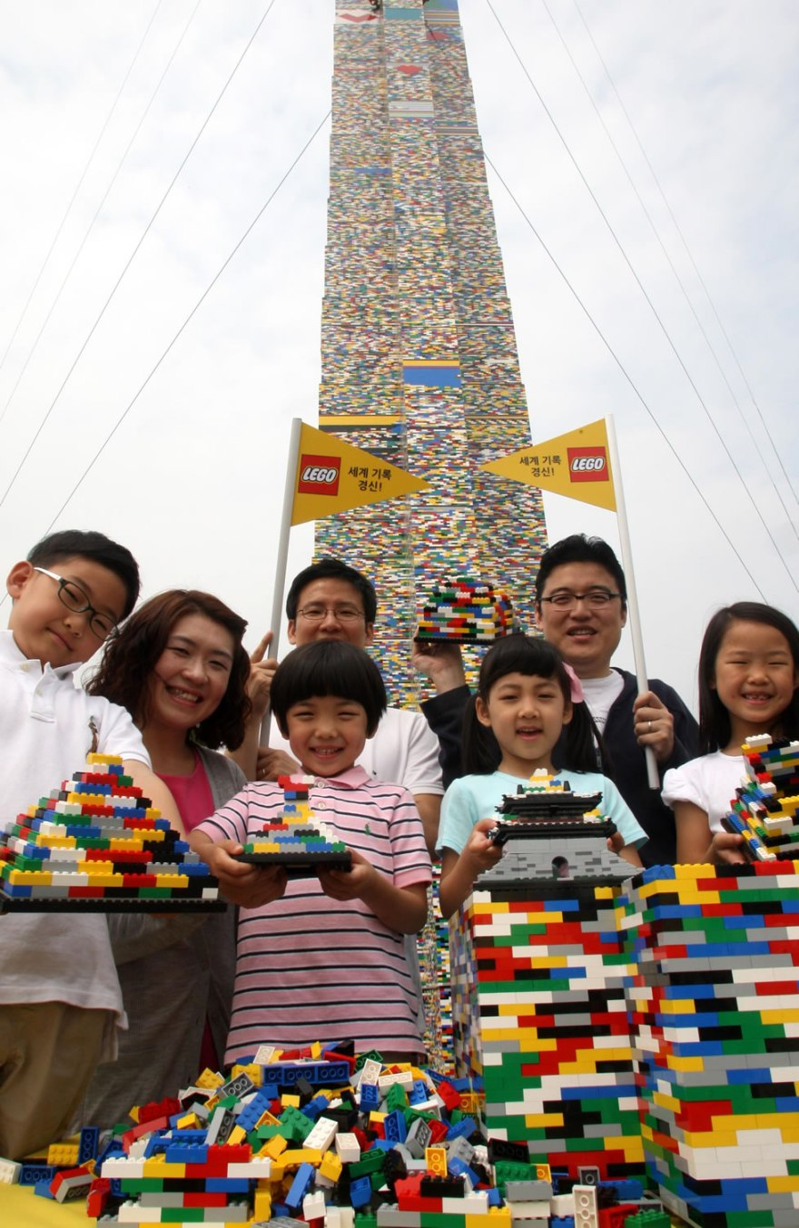 112888-1_tallest_Lego_tower_Seoul_South_Korea